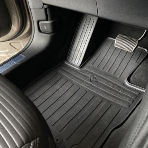 Водительский резиновый коврик Ford Kuga 2020- (1007374 ПЛ)